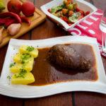 rinder-roulade-in-rotweinso%c3%9fe-mit-petersilienkartoffeln