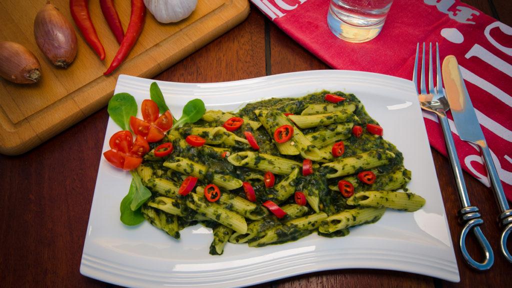 Spinatnudeln mit frischer Chili